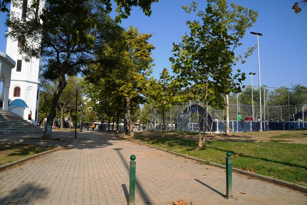 Περισσότερο πράσινο και λιγότερο τσιμέντο στην πλατεία Εργατικής Πρωτομαγιάς