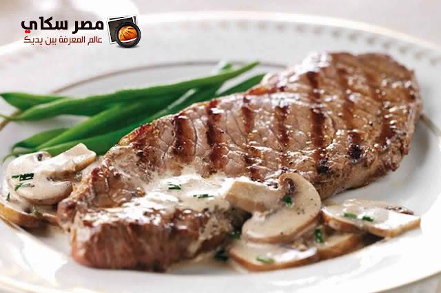 خطوات عمل شرائح اللحم بالفطر بالصور