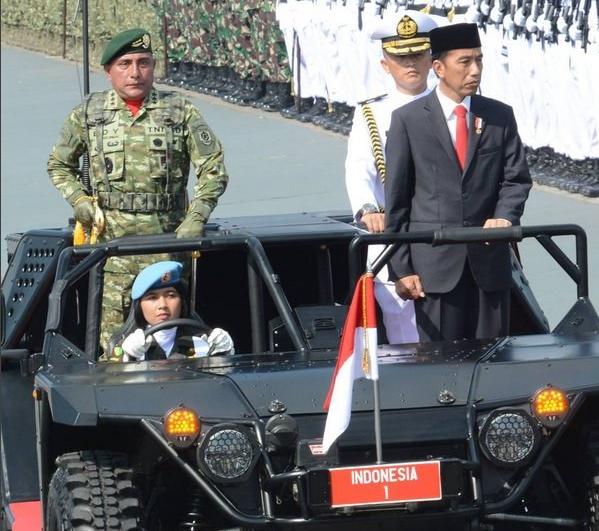 TNI cantik itu adalah Korps Wanita Angkatan Darat (Kowad), Serda Bella Paramita.