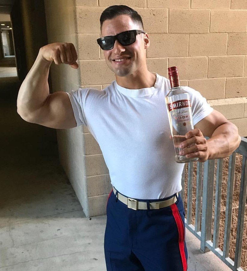 naughty-straight-beefy-american-college-jock-huge-muscle-biceps-flex-sunglasses-alcohol-drink