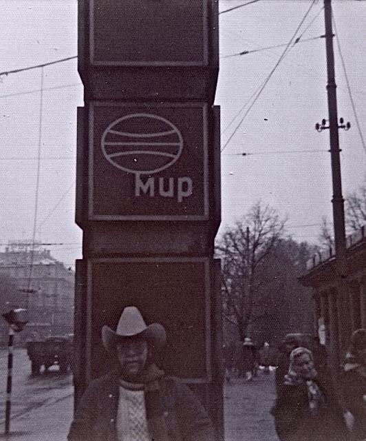 """1974-1976-й год. Рига. Возле часов """"Мир"""" (""""Laima"""") на улице Ленина"""
