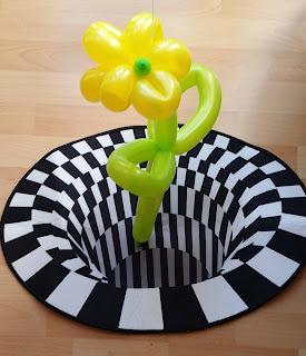 Einfache Blume aus Luftballons mit 3D Effekt.