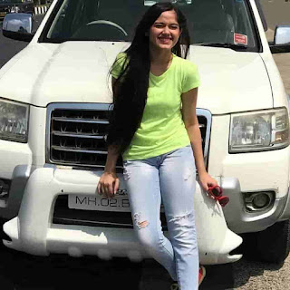 Jannat Zubair With Her Car