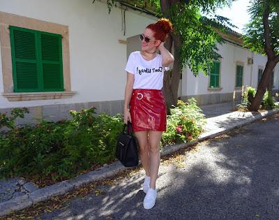 Zapatillas para mujer y faldas de moda