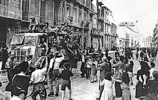 Neapolitans welcome the arrival of Allied troops in the city following the four-day uprising
