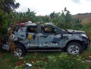 Viatura do Cotar capota com quatro policiais em rodovia no Interior do Estado