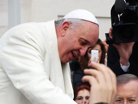 Tanítási szünet lesz Bukarestben a pápalátogatás napján