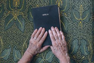 Esboço de sermão: Não siga o conselho dos impios, procure os sábios. Salmo 1:1