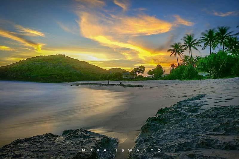 Pantai Srau Pacitan Jawa Timur