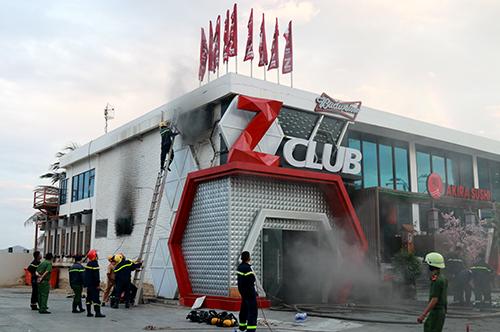 Bar Zima bất ngờ bốc cháy