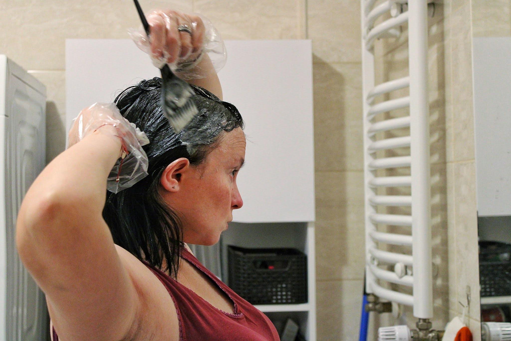 Farbowanie włosów w domu - krok po kroku
