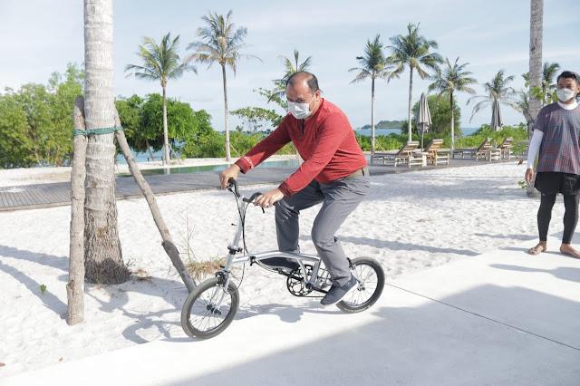 Erzaldi naik sepeda Billiton