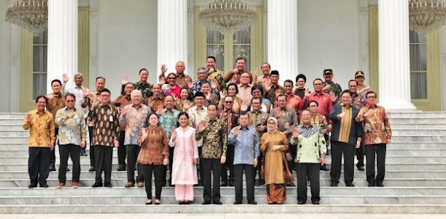 Jokowi Foto Terakhir Bareng Menteri Kabinet Kerja, Tidak Ada Wiranto Dan Luhut