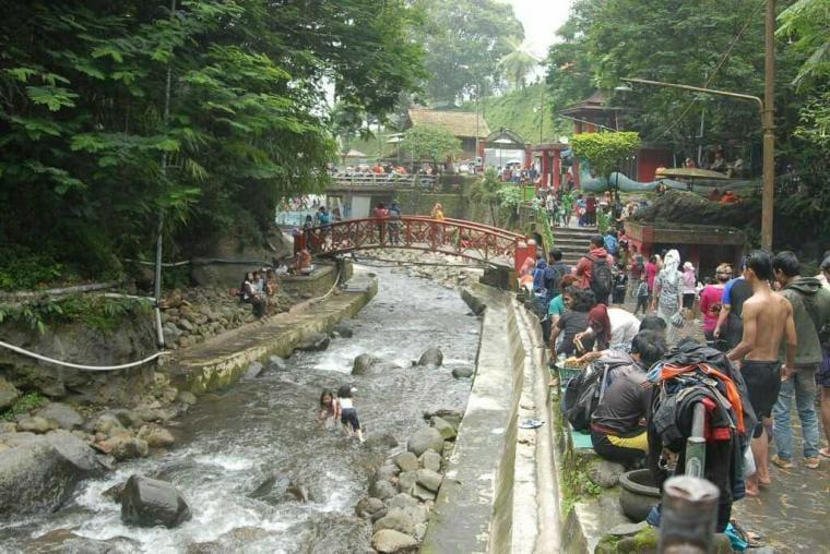 Kerenya Wisata Pemandian Air Hangat di Guci Tegal