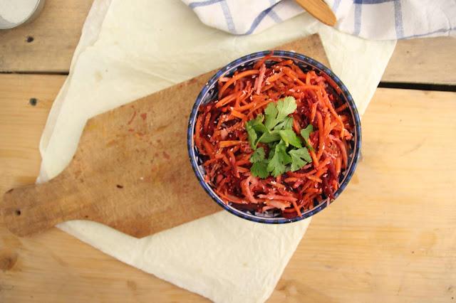 Cuillère et saladier : Salade betterave-carotte à la noix de coco