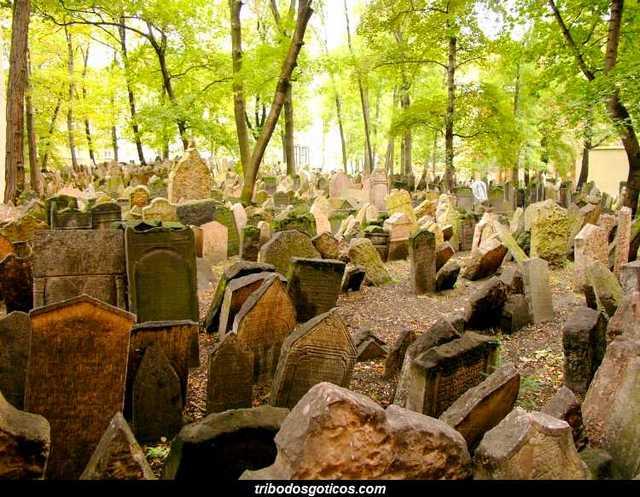 cemiterio goticos judaico de praga solitario sozinho ou vazio