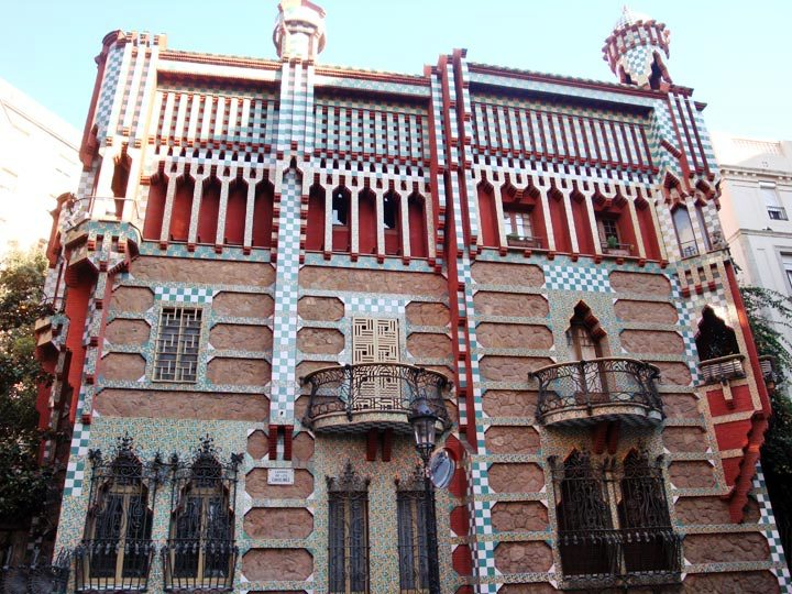 Spain and catalonia 39 s history culture and architecture for Casa vicens gaudi