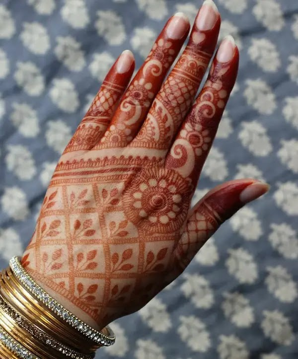back-hand-henna-pattern