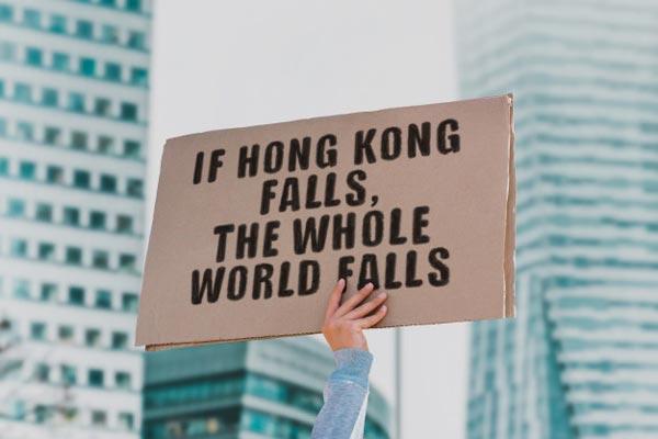 Demonstrant aus Hongkong kündigt in Deutschland gewährtes Asyl an