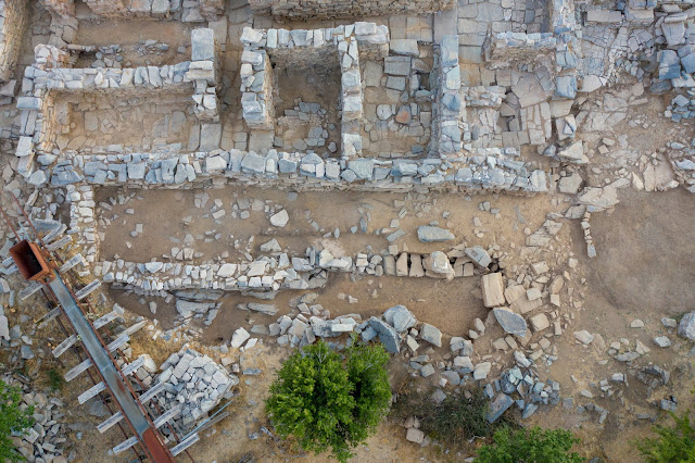 Excavators find archive room at Zominthos palace complex on Crete