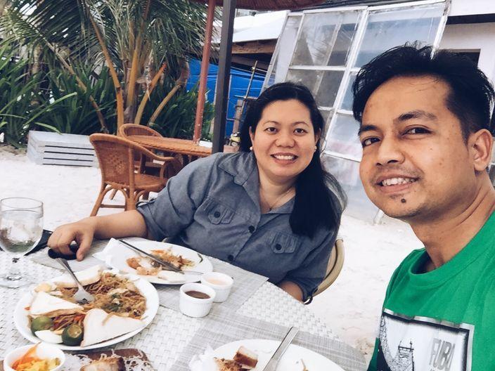 Eating at Sur Beach Resort Boracay
