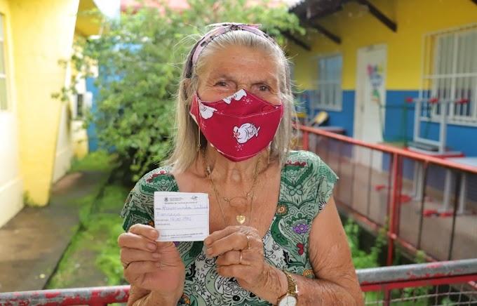 DOSE DA ESPERANÇA: Prefeitura inicia vacinação de idosos acima de 80 anos: 'chegou na hora certa'