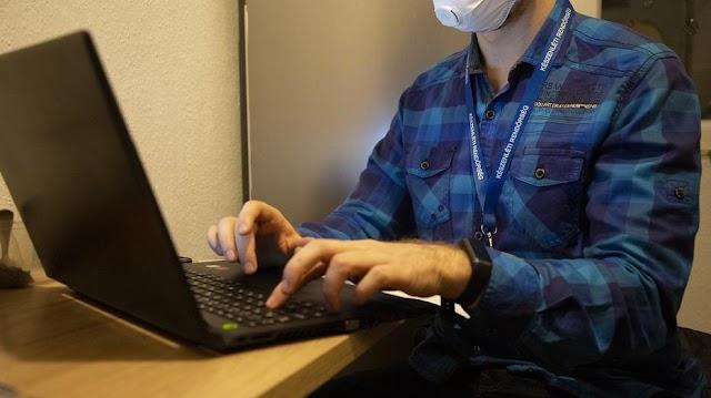 Drogot is találtak a koronavírussal kapcsolatos álhíreket terjesztő youtubernél