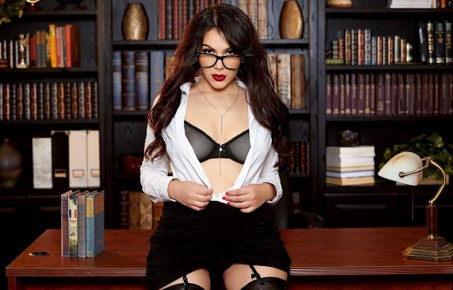 Valentina Nappi boobs pics