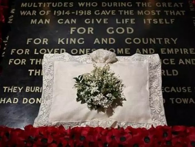 Following the wedding, the bride's bouquet must be laid on a soldier's tomb