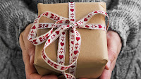 https://1.bp.blogspot.com/-OgQ0X9MZDDc/Vss6G3irbQI/AAAAAAAALPk/3qwAJyOpGVs/s200/a-person-holding-a-present-wrapped-in-brown-gift-paper-with-a-heart-ribbon-16x9-1024x576.jpg