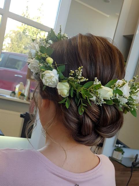 moja fryzura ślubna - niski kok