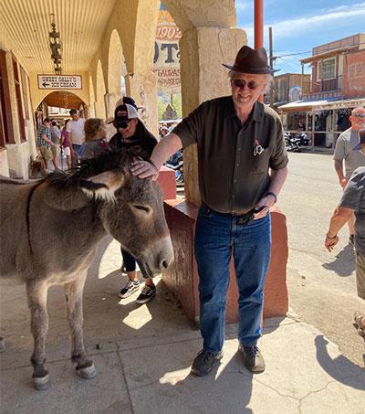 Resident Astronomer pets one of the Oatman, AZ, free roaming burros (Source: Palmia Observatory)