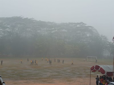Hujan Deras Warnai Laga Final Bupati Cup Kapuas