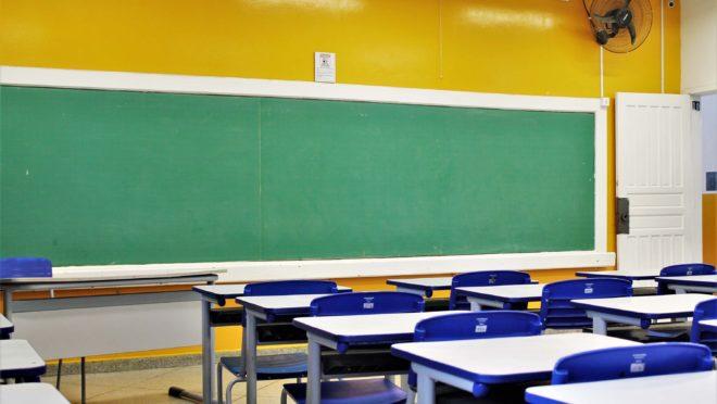 Arco Educação, dona da Positivo, compra plataformas de ensino COC e Dom Bosco  O grupo Arco Educação, dona do braço educacional da Positivo, comprou dois dos sistemas de ensino da britânica Pearson: a COC e a Dom Bosco. O valor da compra foi de R$ 920 milhões.