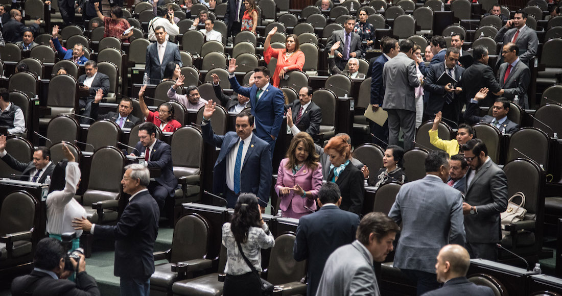 Periodistas son secuestrados por empleados del PRD en Cámara de Diputados; los obligan a borrar imágenes