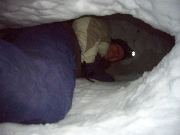 Kar Mağarası Kazmak