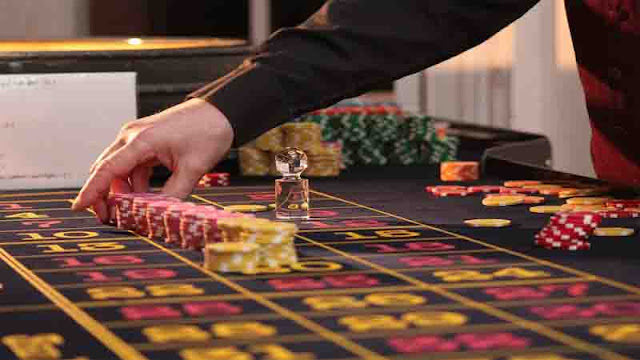 القمار في الكازينوهات و ممارسة ألعاب الحظ