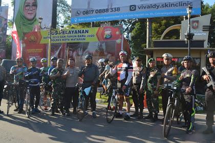 Bersepeda, Danrem 162/WB dan Kapolda NTB Keliling Pantau Perayaan Natal di Lombok