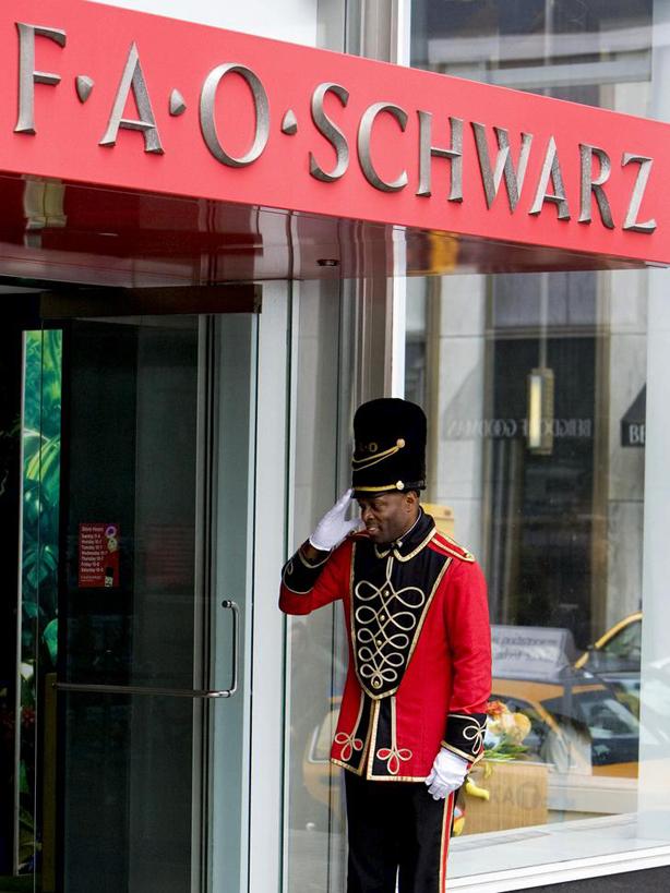 Soldado de guardia en la puerta de la juguetería  Playmobil 5957. Soldado F.A.O. Schwarz 150 aniversario (2012)