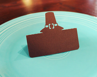 http://www.tiffzippy.com/pilgrim-hat-thanksgiving-place-cards/