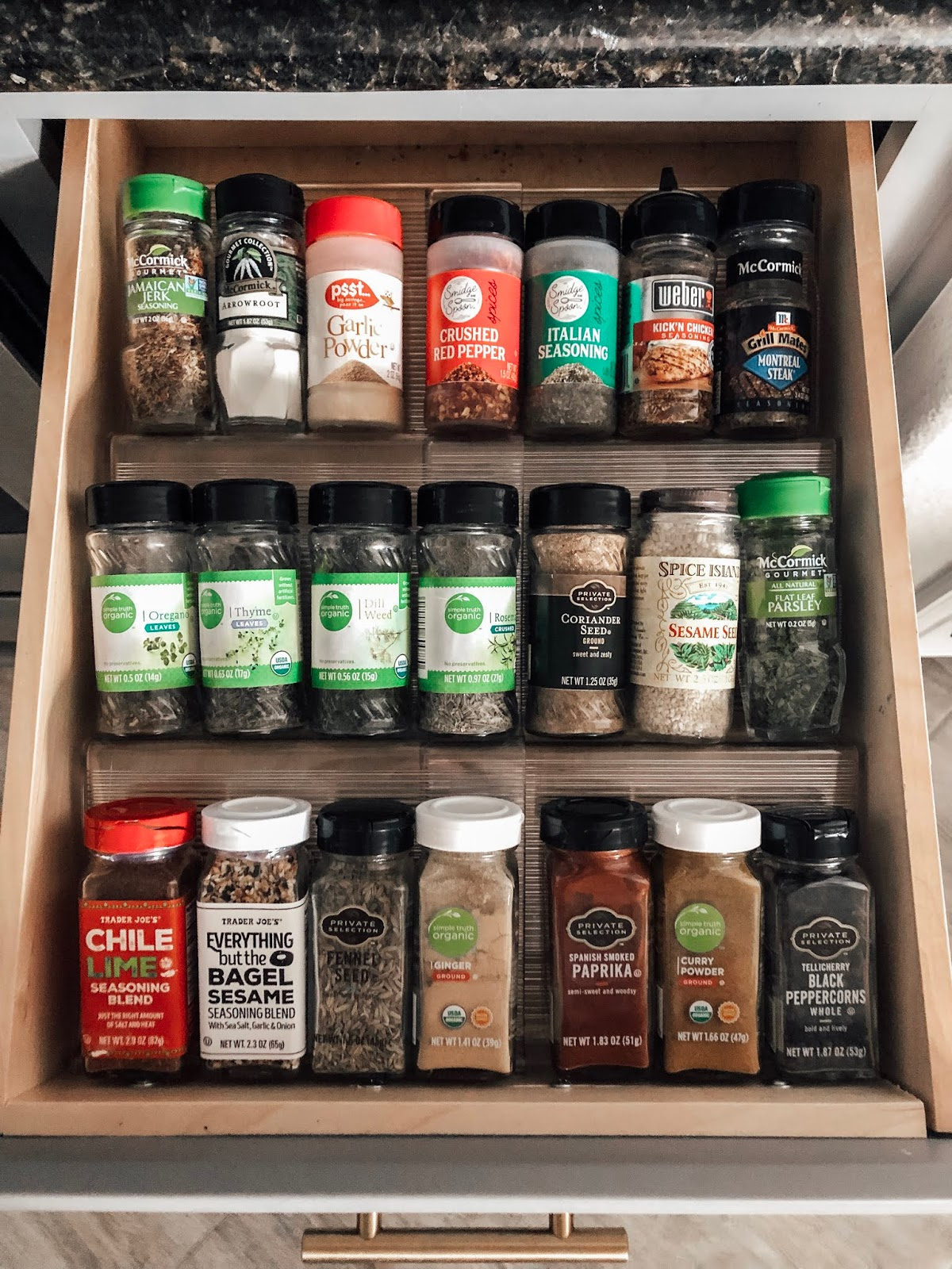 Inexpensive expandable drawer organizer for spices