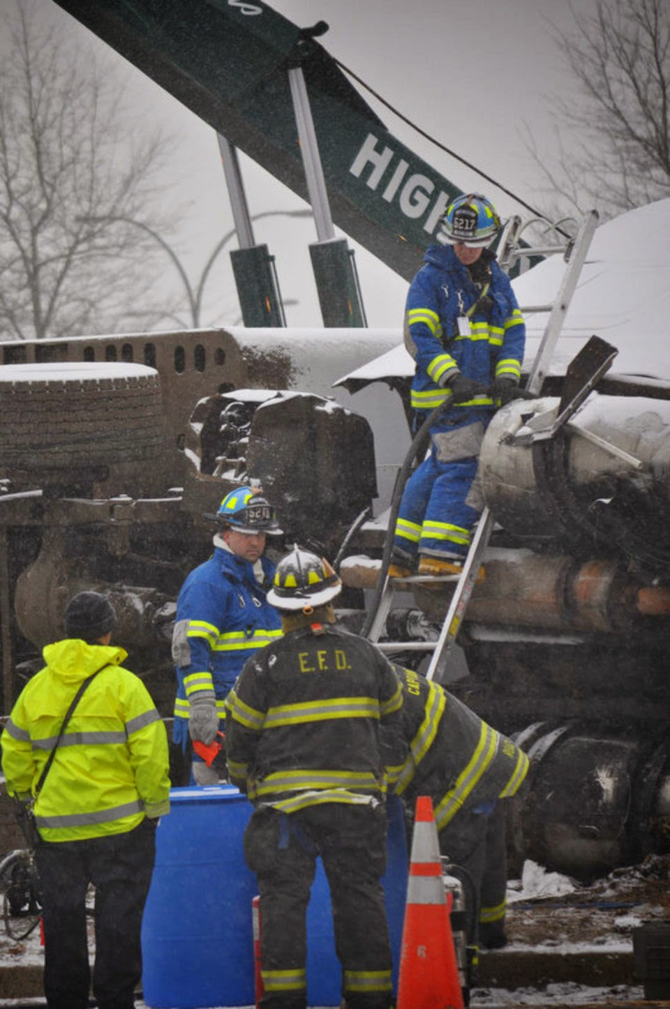 MEC&F Expert Engineers : OVERTURNED TRACTOR-TRAILER SNARLS