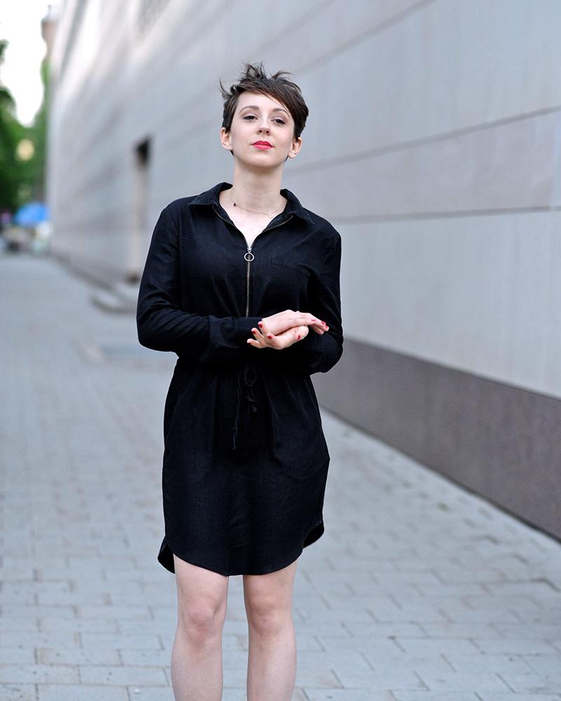 Tanja Raunig artis seksi dan mansi rambut pendek tomboy