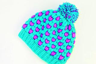 Imagen Gorro de navidad original a crochet azul y lila