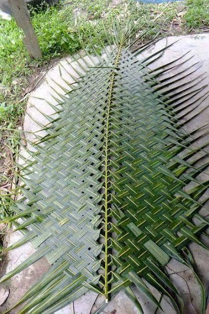 kerajinan anyaman daun kelapa
