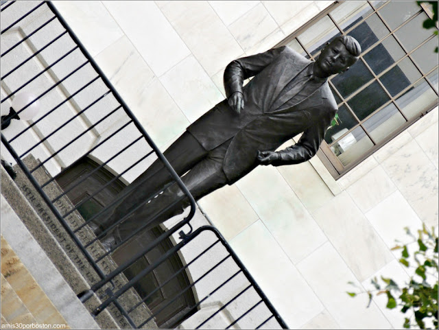 Estatua de Bronce de John F. Kennedy en el Massachusetts State House
