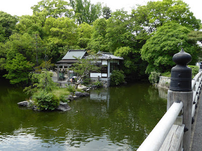 京都御苑・池の弁天 厳島神社(いつくしまじんじゃ)