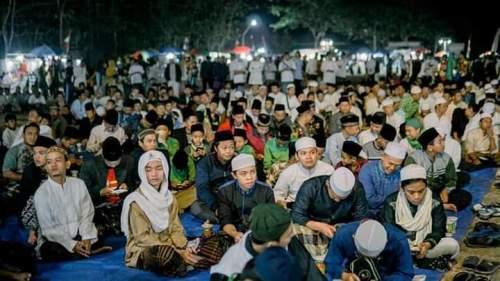 Ribuan Jamaah Jambanan Larut Dalam Salawat Bersama Habib Muhammad Lutfi