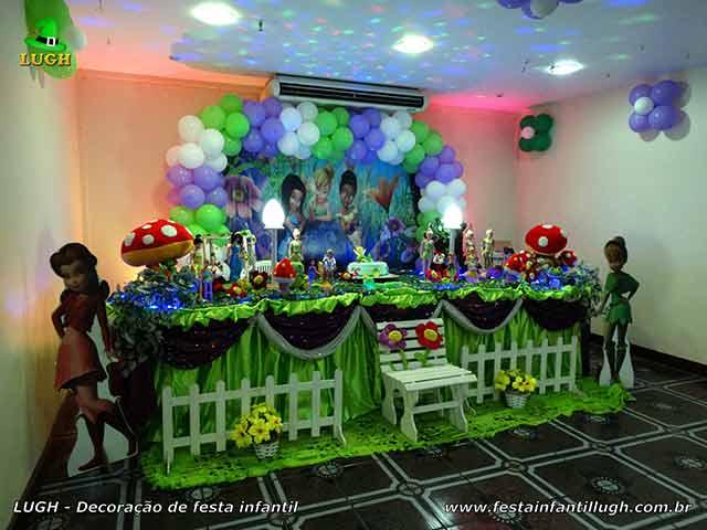 Decoração infantil Tinker Bell em mesa com toalhas de tecido para aniversário feminino, realizado na Barra da Tijuca - Rio de Janeiro (RJ).