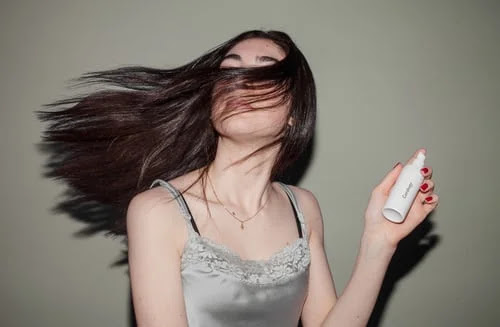 Oily hair: discover 5 useful remedies on how to treat it